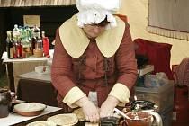 O tom, že bez práce nejsou koláče, se mohli návštěvníci přesvědčit při stejnojmenném programu ve skanzenu na Veselém Kopci.