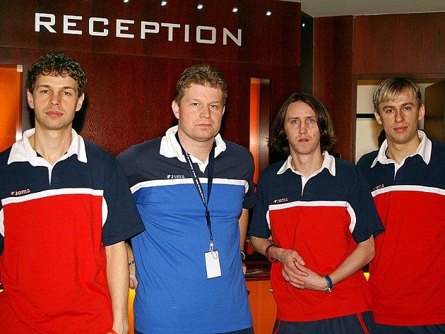 Tiskové konference v hotelu Bohemia se zúčastnili mimo jiné kapitán futsalové reprezentace Martin Dlouhý (zleva), trenér Tomáš Neumann, Michal Mareš a Lukáš Rešetár.
