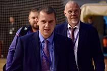 """Nová situace. Pravidelný ředitel chrudimských """"skupin"""" Ligy mistrů Tomáš Hamsa (vpředu) má s uspořádáním podobné akce letité zkušenosti. Letošní rok však i pro něho bude vzhledem k epidemiologické situaci a nastaveným nařízením ze strany stáru a UEFA, nap"""