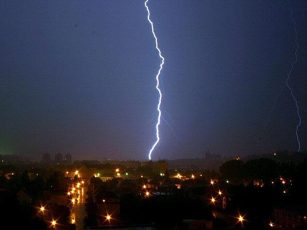 Noční bouřka, která se přehnala v noci z 2. srpna na 3. srpna i nad Chrudimskem, nabídla zajímavou podívanou.