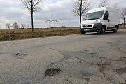 MÍSTO HRBOLŮ ZÁVODNÍ DRÁHA. Silnice u Srní před rekonstrukcí.