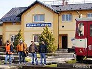 Zrušení železniční trati mezi Chrudimí a Heřmanovým Městcem bylo tématem schůzky železničních odborníků a starostů dotčených obcí, kterou zorganizovala Strana práv občanů v čele se svým předsedou Milošem Zemanem.