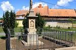 Chrudim pečuje i o drobné památky. Další opravy křížků, památníkůa hrobů budou následovat