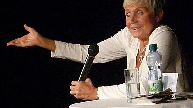 Beseda s chrudimskou rodačkou Consuelou Morávkovou v rámci natáčen pořadu ČT 13. komnata.