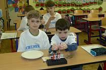 Žáci ze Základní školy Dr. Peška v Chrudimi objevovali zábavnou formou taje chemie.