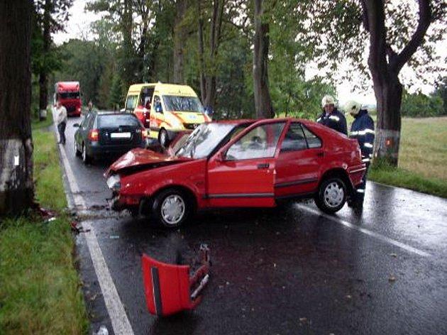 Řidička s Renaultem narazila u Rané na Hlinecku do stromu a zranila se.