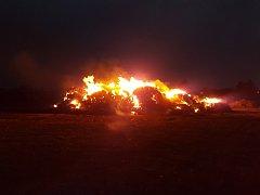 Opakovaný požár stohu u zemědělského družstva v Ronově nad Doubravou.