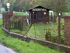 Nehoda poblíž obce Doly na Lužsku. Patnáctiletý řidič narazil s vozem do sloupu.