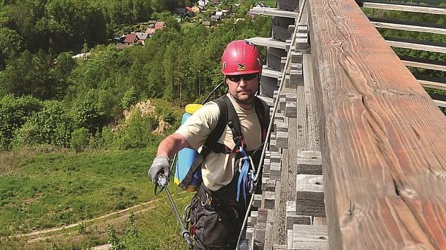 Michal Šolc při práci ve výšce.