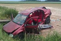 Automobil skončil ve Stojicích na poli.