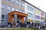 Na školáky ze ZŠ Smetanova v Hlinsku první den školy čekala 1. září 2011 nově opravená škola.