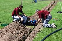 Nové zavlažovací zařízení zlepší kvalitu trávníku na třemošnickém fotbalovém hřišti. Dojde i ke zrychlení hry.