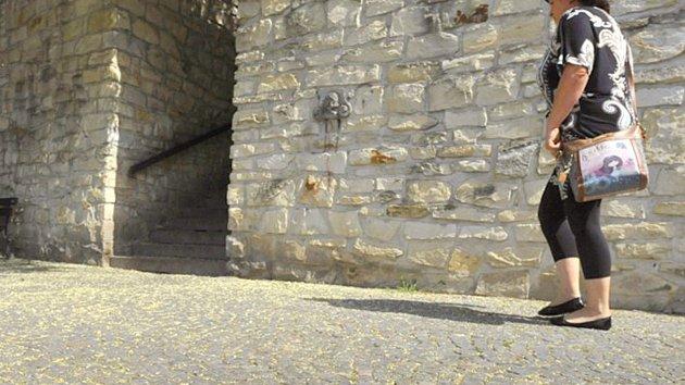 Na Kameny zmizelých lze už dnes narazit například v místě pod chrudimskou Myší dírou.