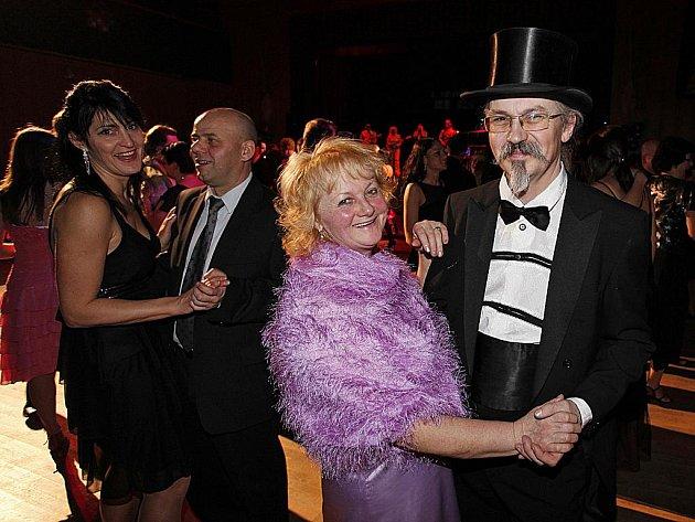 Roztančené páry byly k vidění na 5. Městském plesu v Hlinsku.
