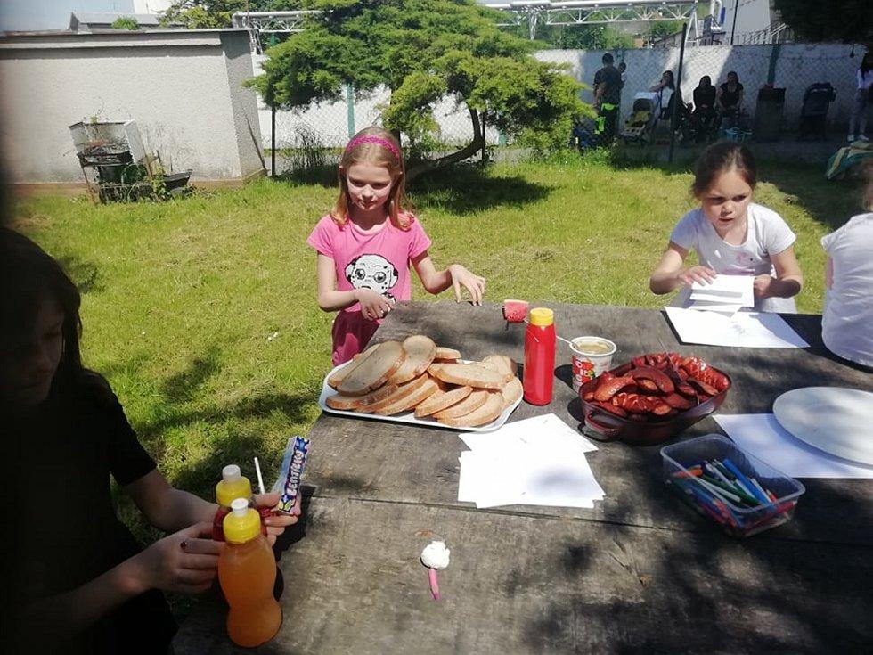 V ubytovně děti slavily svůj svátek.