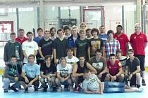 Hokejbaloví reprezentanti do 18 let, kteří budou ve dnech 18. -23. června reprezentovat na MS ve Strakonicích.