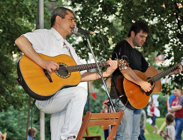 Večerní koncert Pavla Dobeše byl součástí doprovodného programu 58. ročníku Loutkářské Chrudimi.