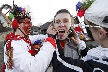 Tradiční masopustní obchůzka zavítala opět do roce do obce Studnice na Hlinecku.