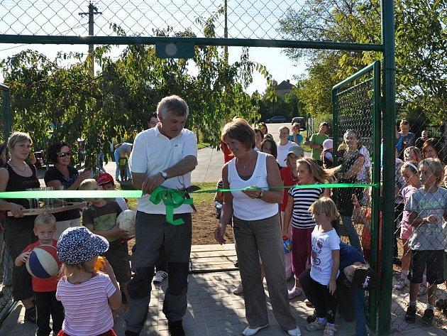 Slavnostní otevření nového hřiště v Bítovanech.