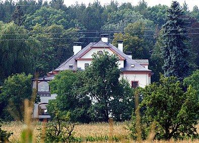 Dřívější sanatorium za Chrudimí v blízkosti výletní restaurace Kometa přeměnil podnikatel David Beran na luxusní sídlo.