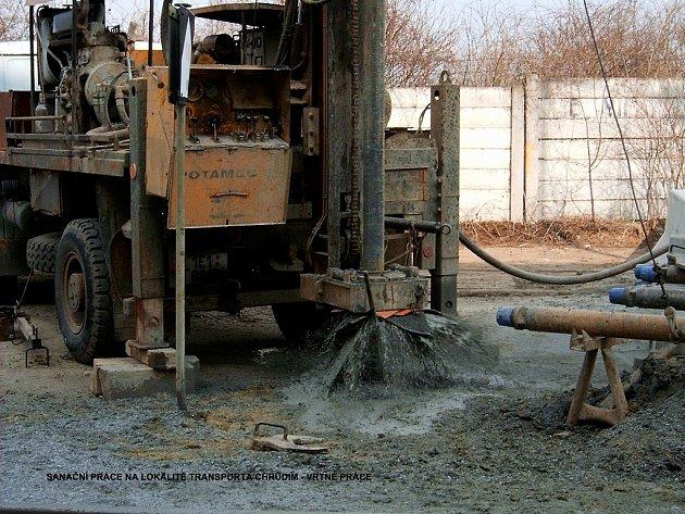 Sanační práce v areálu Transporty v Chrudimi.