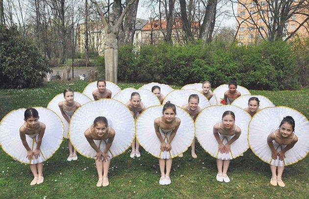 Taneční oddělení chrudimské základní umělecké školy sklízí úspěchy při prestižních soutěžích.