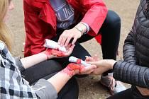 Oblastní kolo soutěže mladých zdravotníků v chrudimském parku.