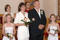 Roman Bröckl a Pavla Kramářová z Chotěnic si své ano řekli v neděli 10. srpna, tedy v den, kdy oba slaví rovněž i narozeniny.