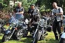 Příznivci amerických automobilů a motorek se sešli v Hrochově Týnci.
