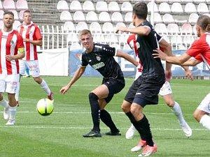 Jediný gól Chrudimi v druholigové premiéře vstřelil na Žižkově Daniel Vašulín (s míčem).