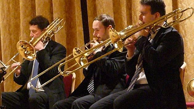 Při 789. Chrudimském hudebním večeru zahrálo Sdružení hlubokých žesťů České filharmonie.