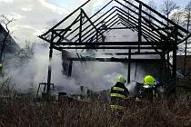 Požár roubenky v Holetíně