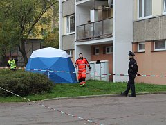 Ve Škroupově ulici v Chrudimi vyskočil muž z 13. patra.