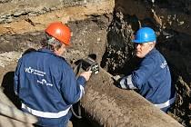 TECHNICI RWE prováděli měření koncetrace plynu v sondách několik dnů.