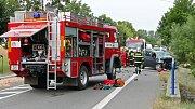 Mezi Chrudimí a Slatiňany u odbočky na Píšťovy se 23.7 odpoledne čelně srazil osobní vůz s traktorem. Vážně zraněného řidiče osobního vozu transportoval do nemocnice vrtulník letecké záchranné služby.