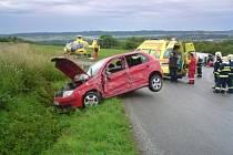 U nehody mezi Dobrkovem a Luží zasahovali hasiči i letecká záchranná služba.