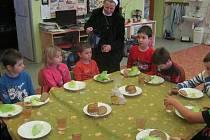Děti v malotřídce ve Stolanech navštívily řádové sestry.