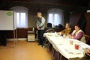 Své hlasy odevzdali i v městské části obce Chrast, Podlažice.