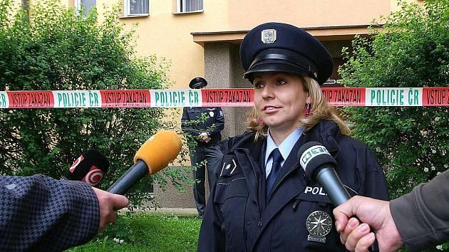 26. května 2010: Policejní mluvčí Markéta Janovská novinářům potvrdila, že partnerský konflikt v  jednom z bytů na sídlišti Víta Nejedlého v Chrudimi skončil násilným trestným činem, jehož pravděpodobný pachatel je přítelem zemřelé ženy.