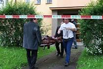 Policejní mluvčí Markéta Janovská novinářům potvrdila, že partnerský konflikt  v  jednom z bytů na sídlišti Víta Nejedlého v Chrudimi skončil násilným trestným činem, jehož pravděpodobný pachatel je přítelem zemřelé ženy.