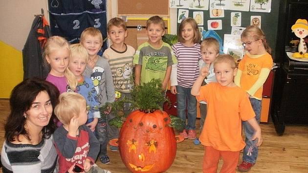 Děti jsou v Mateřské školce Svatopluka Čecha šťastné. Úředníci z krajského úřadu spokojeni rozhodně nejsou.