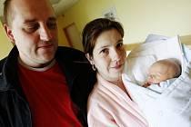 MIKULÁŠ JANEČEK se narodil na prvního máje a to ve 14:20. Vážil přitom 2290 gramů a měřil 45 centimetrů. S maminkou Olgou a tatínkem Vladimírem bude bydlet v Chrudimi.