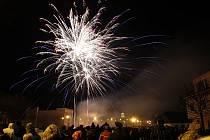 V Hlinsku prozářil 1. ledna novoroční ohňostroj tradičně nebe nad památkově chráněným Betlémem.