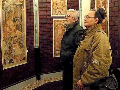 Plakáty Alfonse Muchy v Regionálním muzeu v Chrudimi.