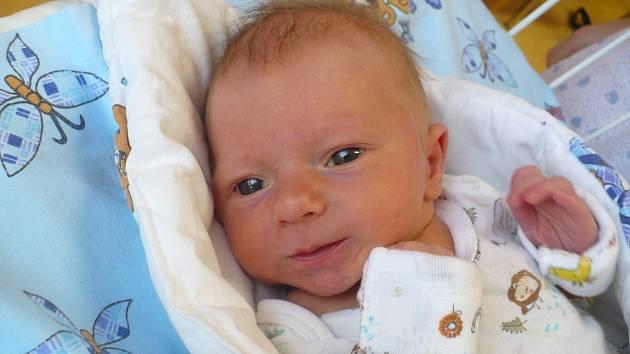 MATYÁŠ CHYBA (2,92 kg a 47 cm). Denisa a Milan z Přelouče se 26.1. ve 2:37 stali poprvé rodiči.