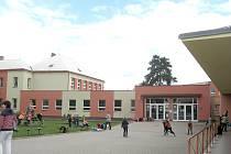 Základní škola v Chrasti.