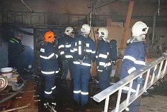 Hasiči zasahovali 23. března 2011 u požáru truhlárny poblíž Kovolisu v průmyslové zóně v Ronově nad Doubravou.