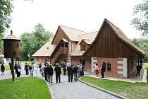 Slatiňanská Švýcárna. Objekt s Muzeem starokladrubského koně už ničím nepřipomíná někdejší ruinu.