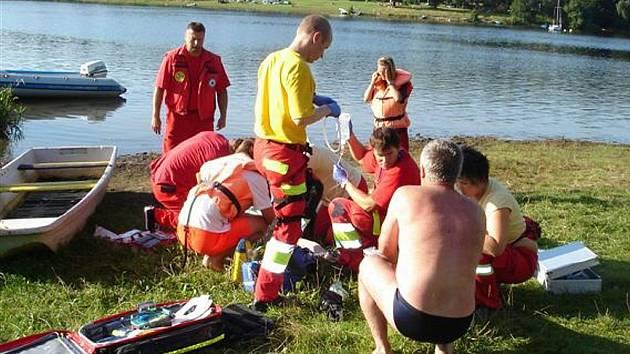 Ženu, která se topila v sečské přehradě, se záchranařům podařilo přivést zpět k životu.