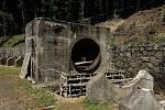 Osm set metrů původní dřevěné roury vystřídá ocel.